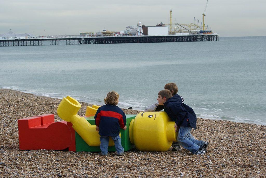 Lego na pláži - guerilla marketing