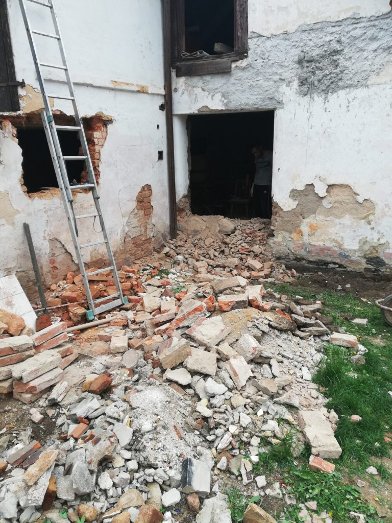 Rekonstrukce vybourávání okna