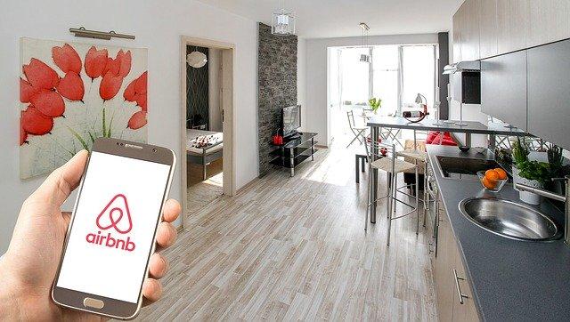 Airbnb je internetová platforma zprostředkovávající krátkodobý pronájem pokojů, bytů, domů či postelí.