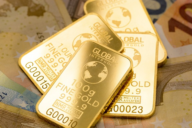 Investoři v době před krizí zvyšují podíl zlata ve svém portfoliu.