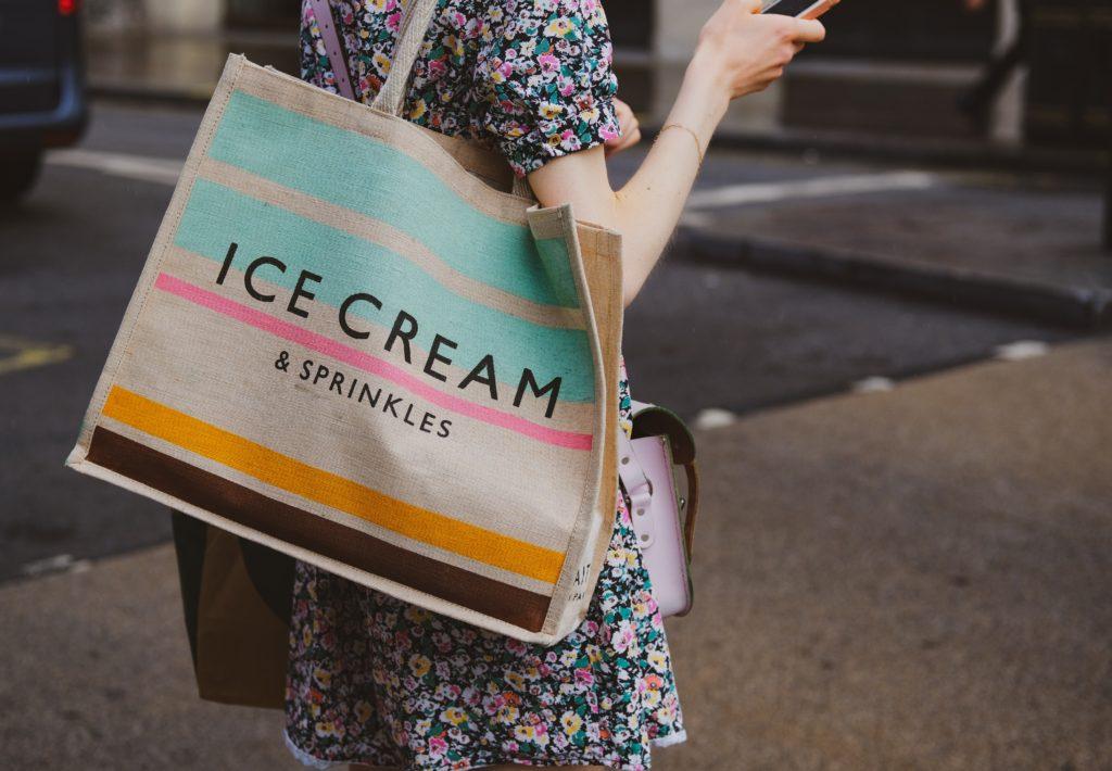 nákupní taška šetření na jídle
