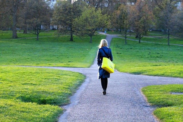 Žena v parku