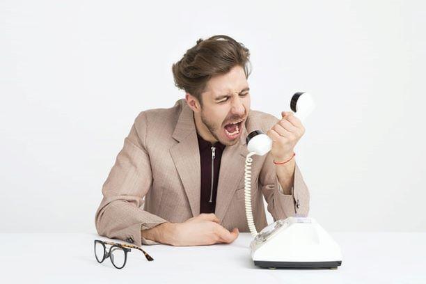volající muž