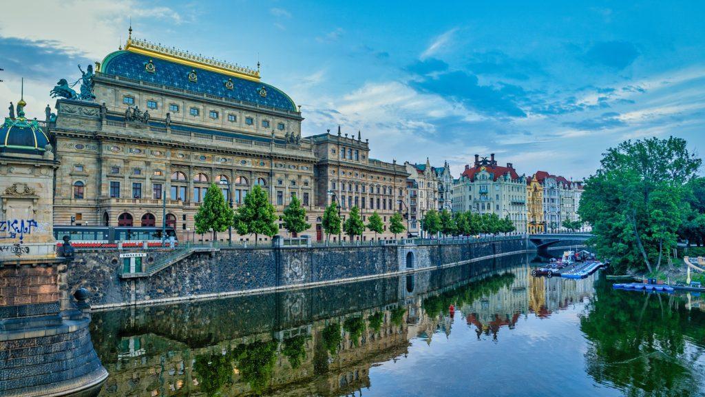 Kam v Praze za kulturou? Do Národního divadla.