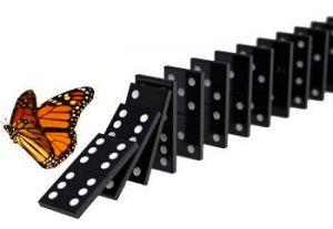 Mávnutí motýlího křídla spustí lavinu událostí.