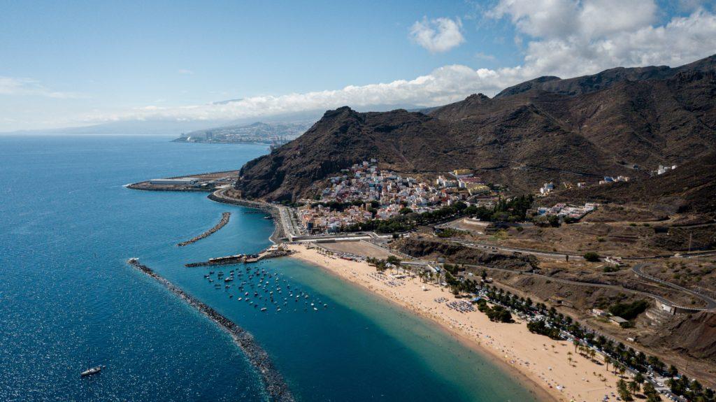 Jedna z mála zlatých pláží na Tenerife