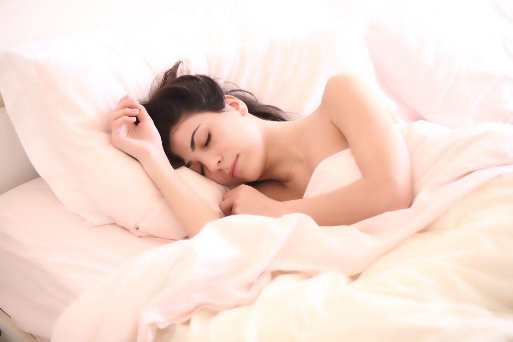 Dostatečný spánek.